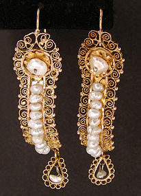 Mex pearl earrings.